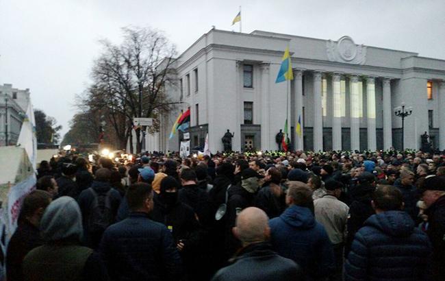 «Пока спокойно»: в центре Киева собираются активисты и известные политики, что там будет происходить?