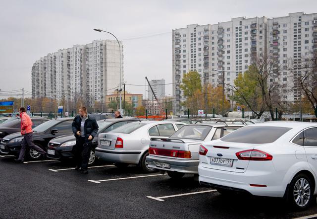 «Совпадение?»: В Киеве облили кислотой десятки автомобилей (фото)