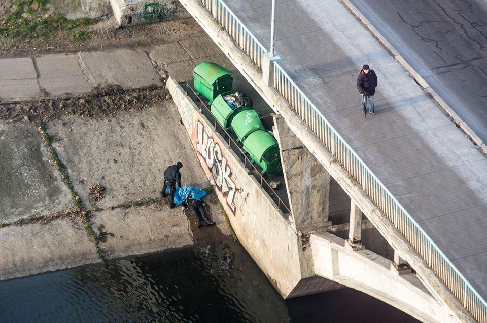«Под мостом обнаружили повешенного мужчину…»: Патрульные уже сняли тело