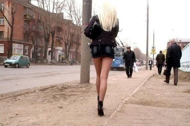 «Виктория — 5000. Вот прям не знаю куда это сокровище теперь деть»: известный журналист обнародовал «базу данных» киевских проституток