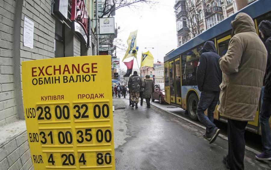 В Украине резко обвалился курс валюты