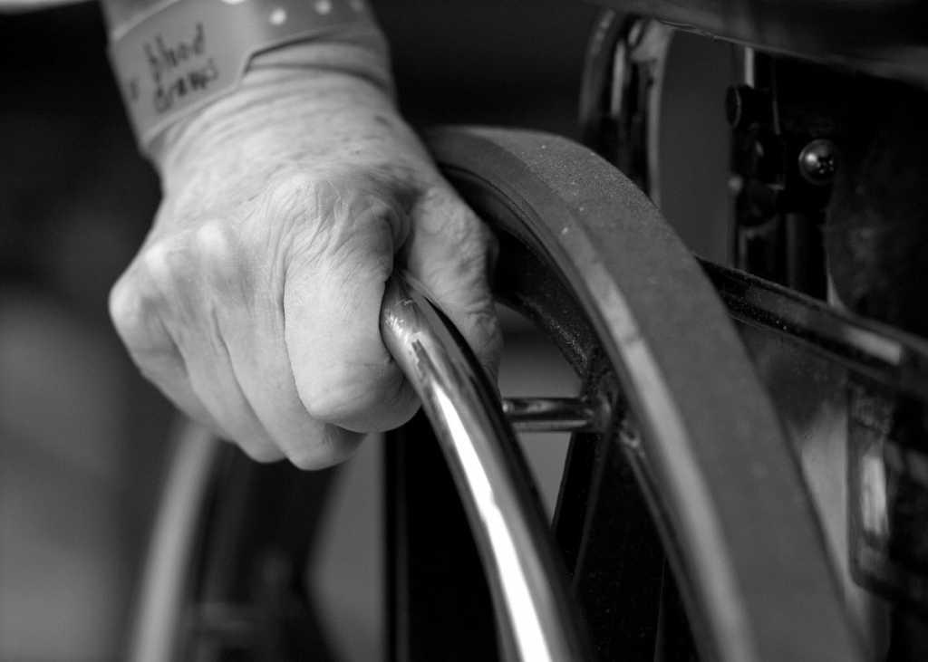 Стало известно когда инвалидам начнут повышать пенсии