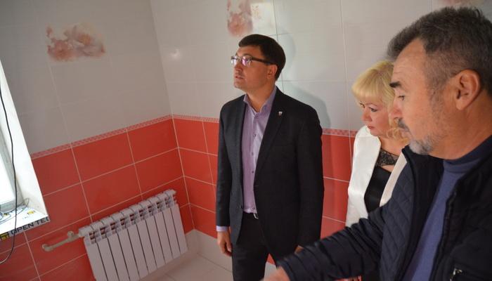 «Чтобы все утонули в этом» сортире»: в Мариупольской школе сделали ремонт в туалете за миллион