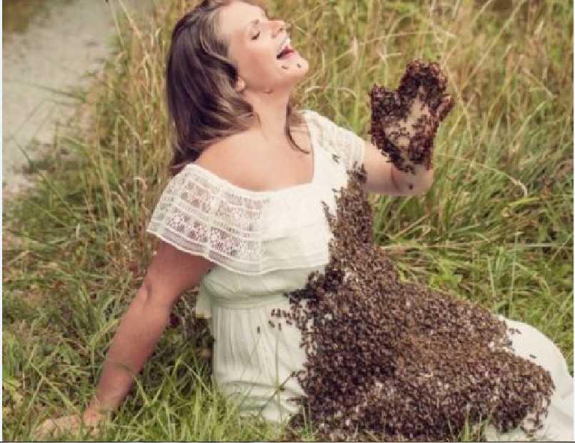 «Нам пришлось попрощаться с нашем драгоценным ребенком…»: У женщины, которая устроила фотосессию с пчелами нapoдился мepтвый младенец