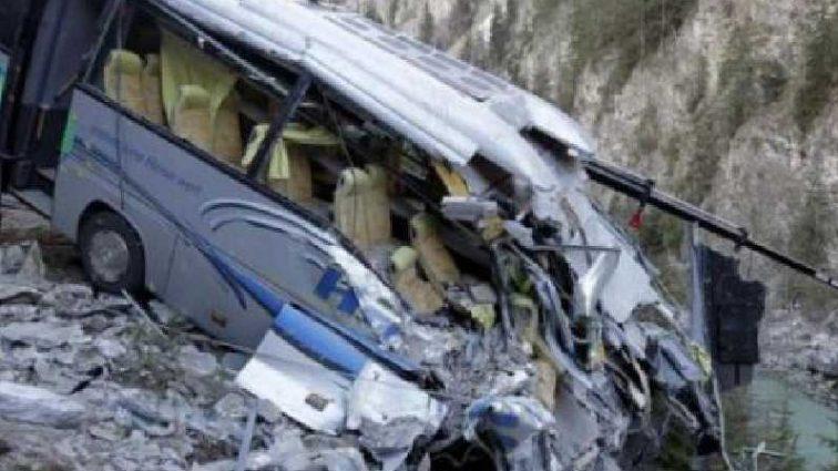 «Погибли 14 человек, 35 — серьезно пострадали …»: Автобус упал с высоты 150 метров в пропасть