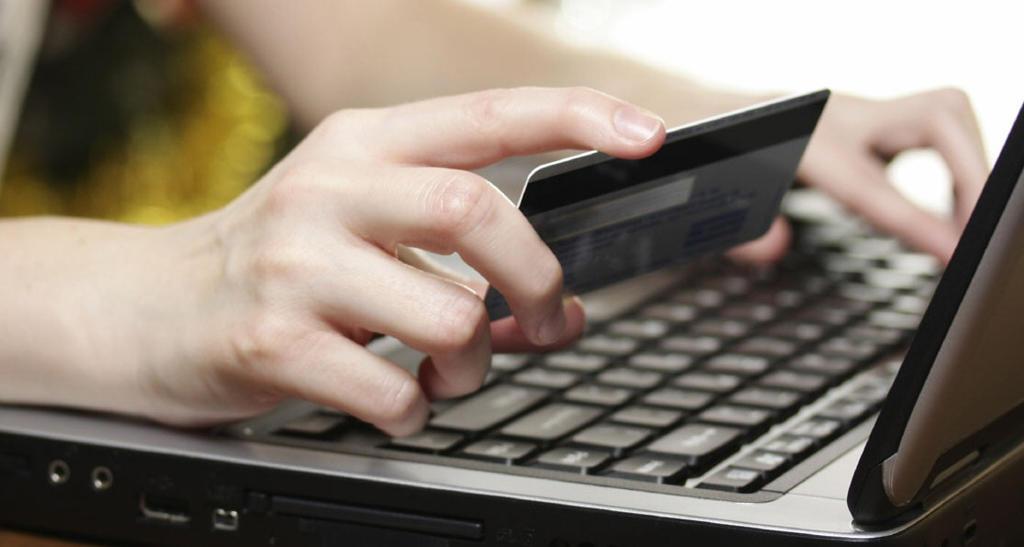 Будьте внимательны! На Харьковщине мошенник в интернете «развел» женщину на 2 тыс. грн