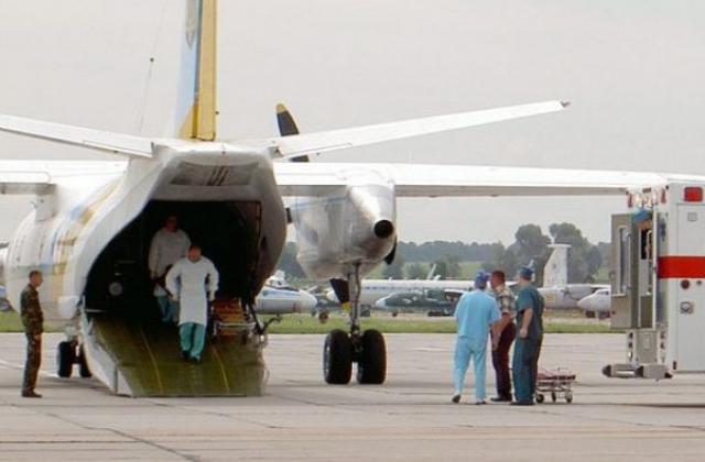 «Во Львов прибыл самолет с ранеными бойцами…»: двое раненых находятся в тяжелом состоянии