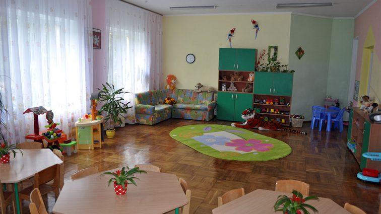 «К детям приставали и кормили странными таблетками»: В элитном детском саду происходят жуткие вещи