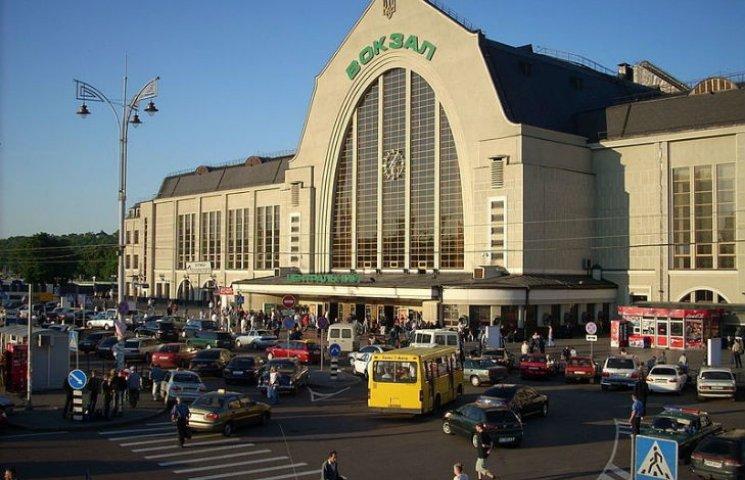 Срочно! В Киеве «заминировали» вокзал и торговый центр, людей эвакуировали