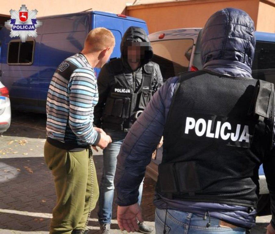 «Ножевые ранения в живот»: В Польше на остановке зарезали украинца