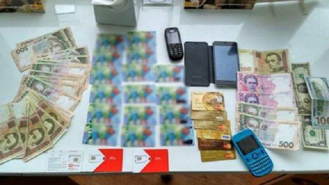 Считывал данные и снимал деньги: Во Львове разоблачили кассира, что грабил клиентов