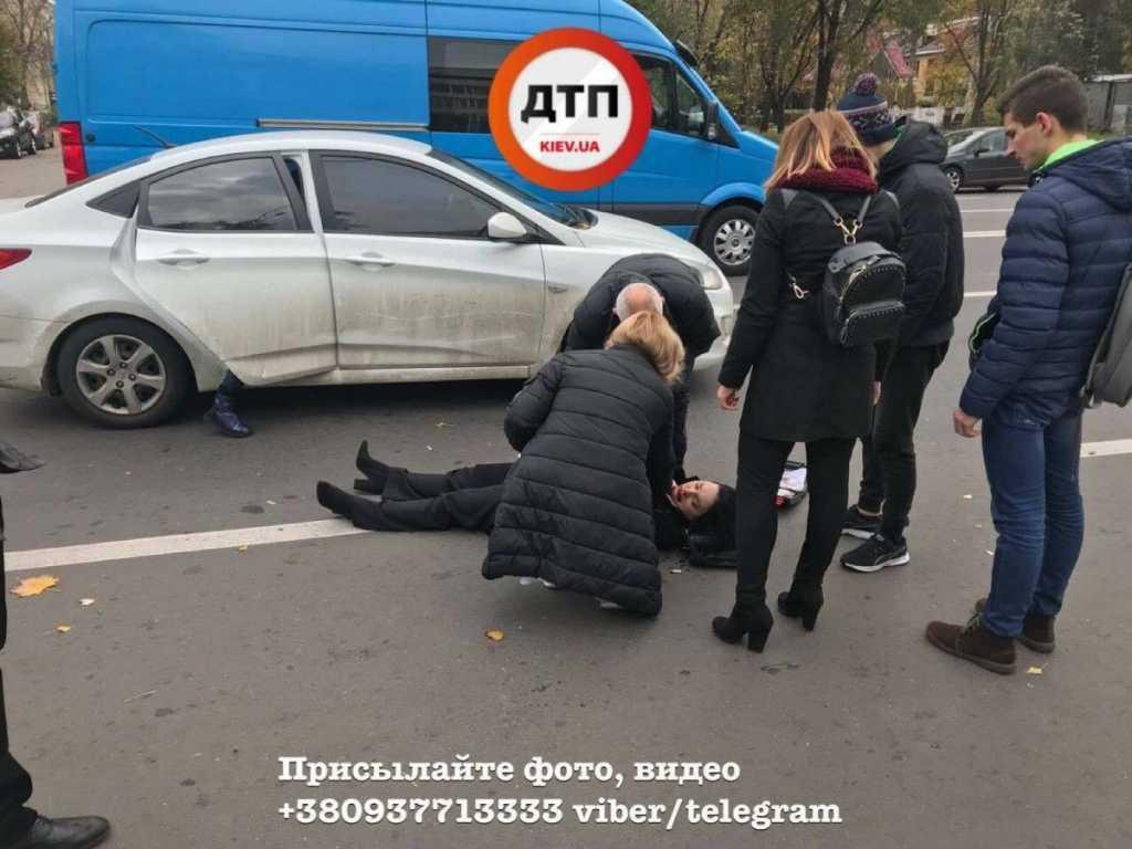 Да что же это творится? В Киеве автомобиль сбил мать с детьми прямо у супермаркета