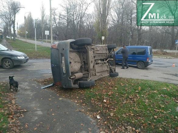 В Черкассах столкнулись два автомобиля, есть пострадавшие
