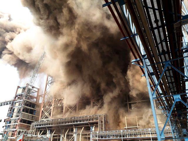 «По меньшей мере двадцать человек погибли …»: Мощный взрыв на электростанции, на аварийном участке, как в ловушке, остались люди