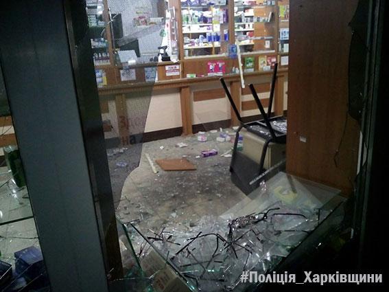 «Разбили стекло и бросили гранату»: В Харькове в аптеке прогремел взрыв