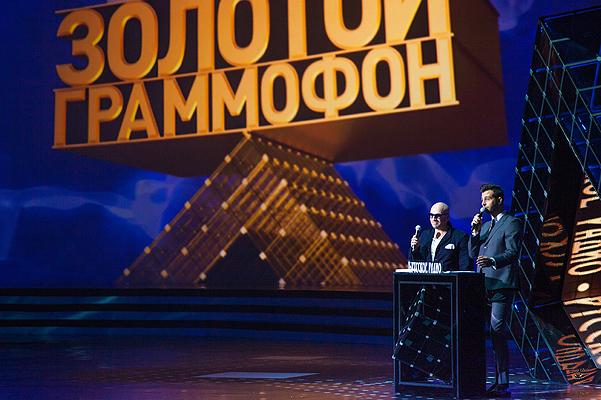 «Ты сильнее и круче всех»: легендарная украинская певица получила очередную российскую награду из рук Захаровой