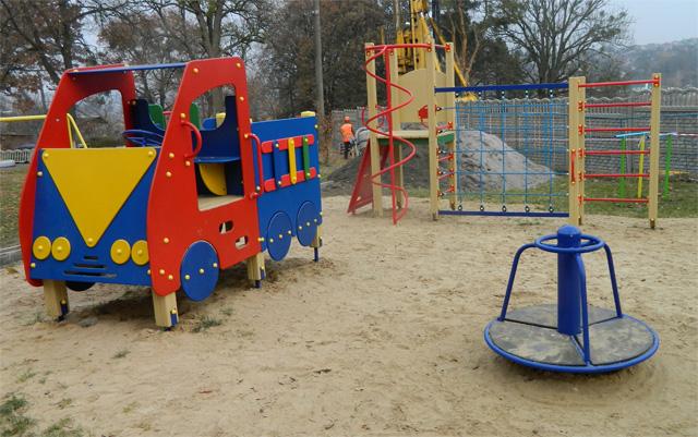 «Начал бить, а потом зарезал»: отец жестоко убил своего 3-летнего сына на детской площадке