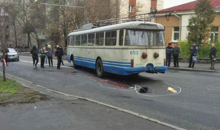 Кто же виноват? В Одессе троллейбус сбил ребенка прямо у школы