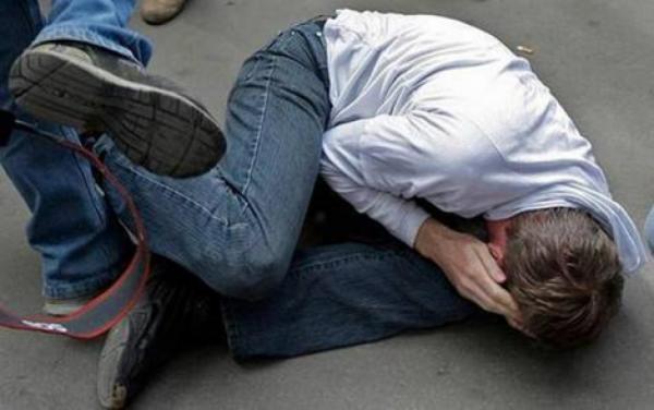 Во Львове обокрали супермаркет, а затем избили охранника