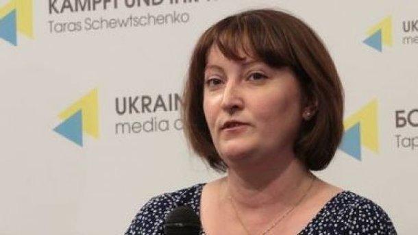 Принес повестку: Свекровь Корчак «взяла в заложники» детектива НАБУ