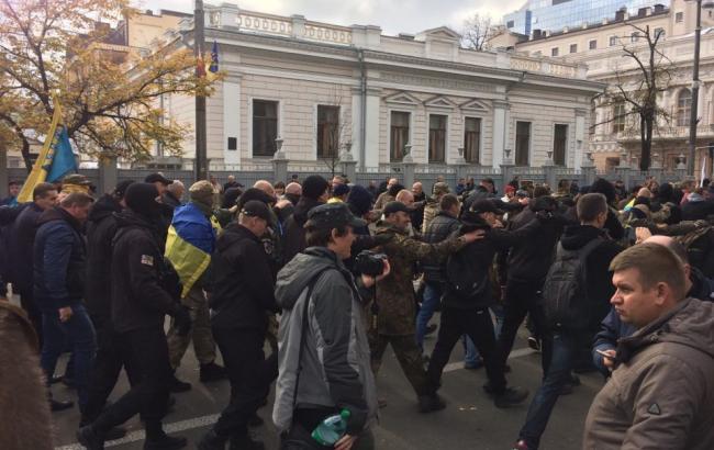 Нацгвардия и военная техника: в центре Киева масштабный митинг