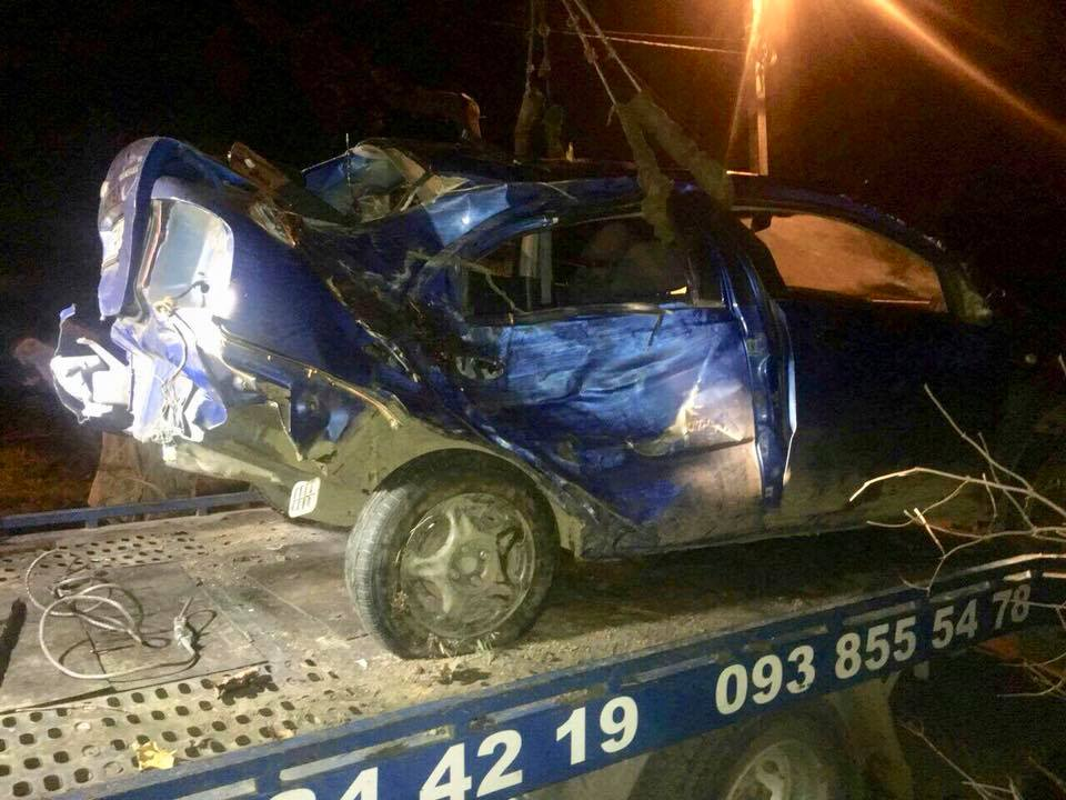 Смертельное ДТП во Львове: Водитель на скорости влетел в препятствие