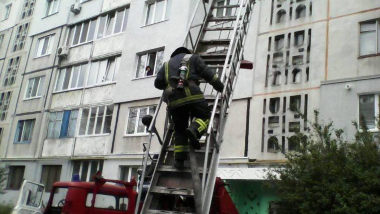«Ноги дрожали, руки онемели …»: В столице женщина спасла на лету соседа, который выпал с 9-го этажа