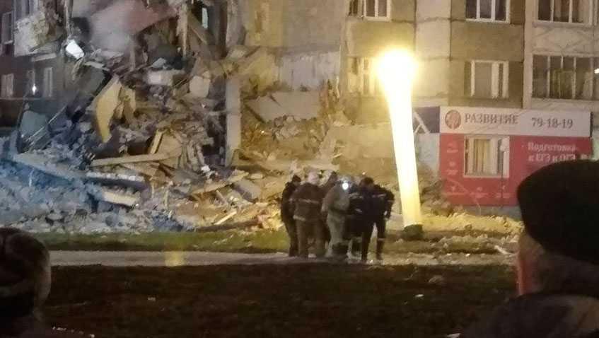 Сложился как карточный домик: Взорвался жилой дом, под завалами остаются люди