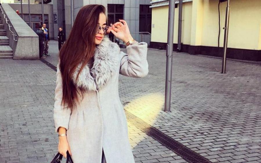 Одни шнурочки: Дочь заместителя областного военкомата публикует пикантные фото с отдыха