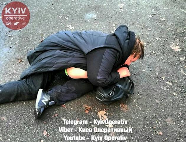 Выпала из машины и уснула на асфальте Полиция поймала пьяную женщину за рулем