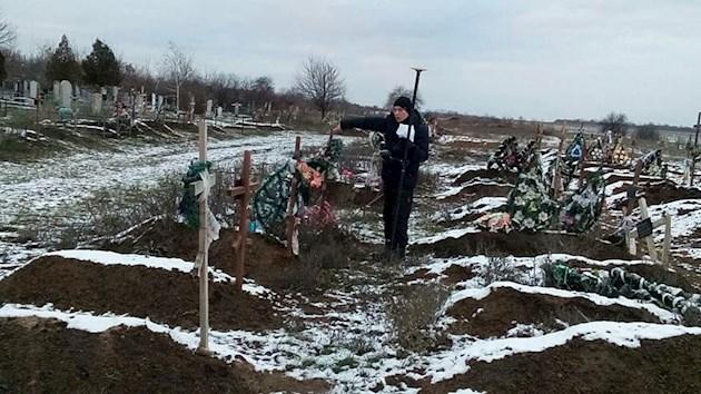 «Хотите кладбище в собственность?»: АТОвцям выделили землю где уже находятся могилы
