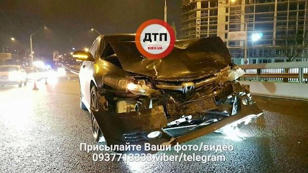 В Киеве произошло масштабное ДТП: четыре машины полностью разбиты