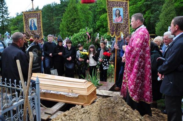 «Не хочется верить… Печал … Отчаяние»: Украина похоронила известного актера, он был еще таким молодым