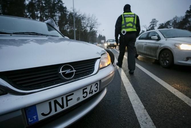 Больше чем стоимость самих автомобилей: Владельцев «евроблях» продолжают штрафовать