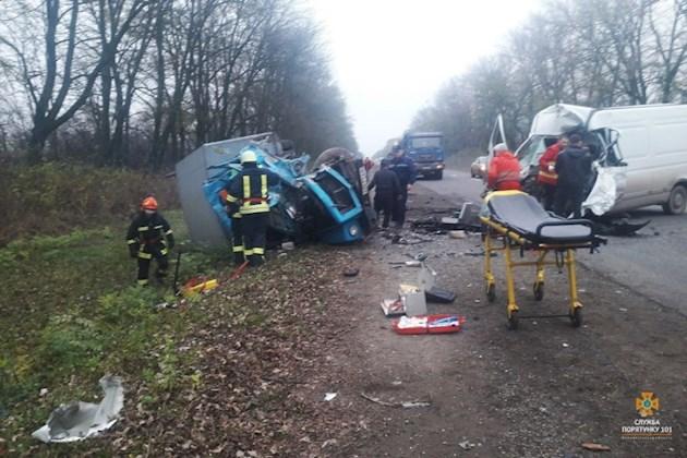 Не выжил никто: Под Киевом легковой автомобиль столкнулся с фурой