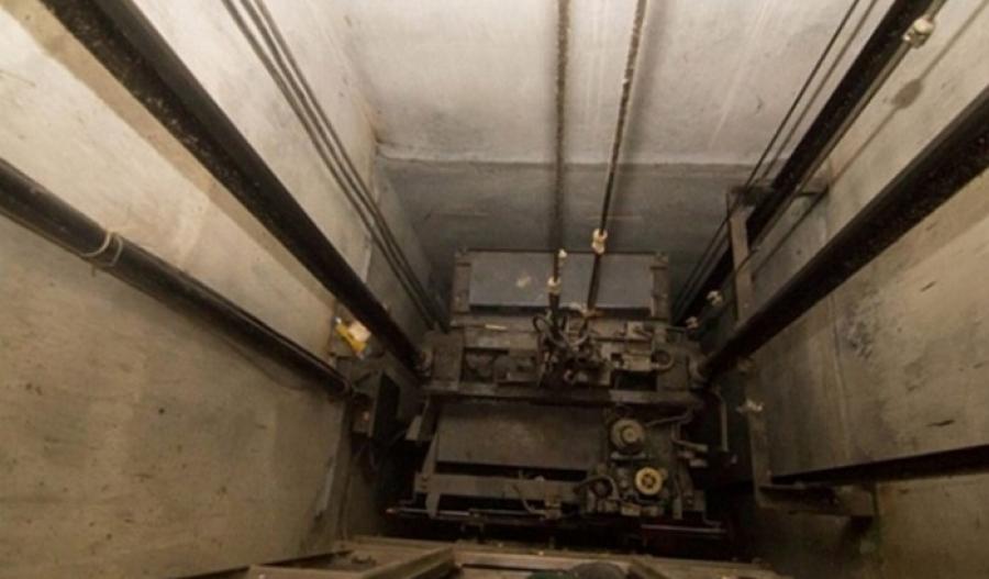 В Киеве оборвался лифт, в котором были женщина и ребенок