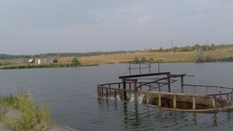 «Потоком воды затянуло в трубу…»: На Львовщине в пруду погиб человек
