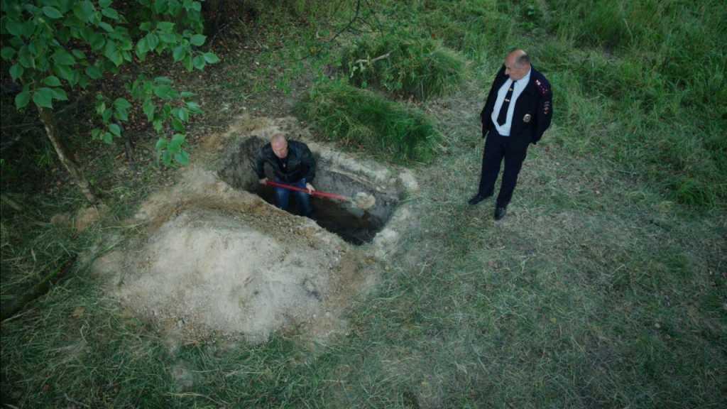 «Пытали и заставили копать себе яму»: На Житомирщине подполковник полиции жестоко издевался над братом