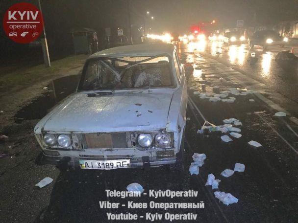 Одна умерла прямо на месте! Под Киевом водитель сбил трех женщин, двое погибли