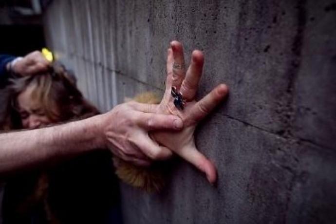«При желании, тот тип мог ее затащить в дом, забить и закопать за это время»: в Тернополе мужчина жестоко поиздевался над любимой