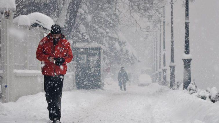 «Это — еще не снег»: Синоптики предупредили украинцев о резком изменении погоды с понедельника. Неожиданное начало