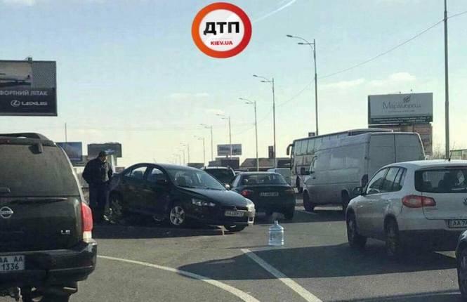 Большие повреждения: в Киеве на окружной произошло ДТП