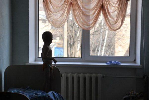7 лет женщина морила приемного ребенка голодом, чтобы оформить ему инвалидность