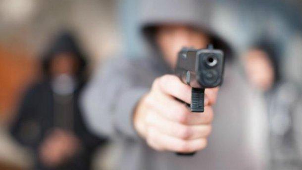 Вытащил пистолет и направил на полицейских: Массовая драка в Харькове завершилась стрельбой