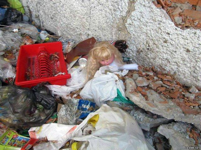 «Родила ночью в номере гостиницы»: Полиция сообщила детали о найденном возле Львова теле ребенка на помойке