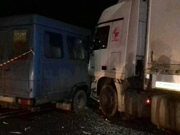 12 пострадавших, среди которых беременная женщина: Возле Львова столкнулись грузовик и автобус