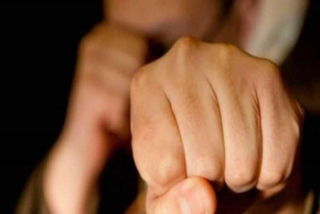 Подошел к продавцу и ударил кулаком: Неизвестный проломил женщине голову