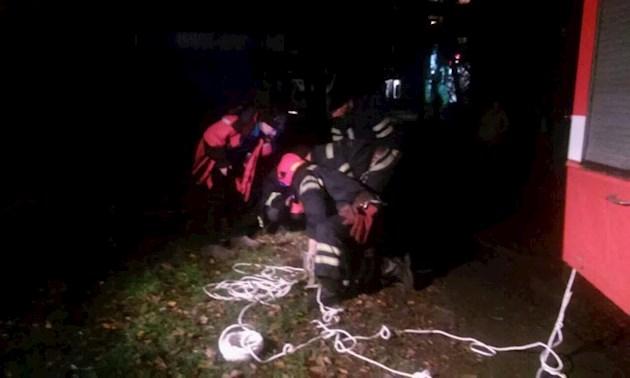 Ребенка вытащили мертвым: 6-летний мальчик упал в открытый люк
