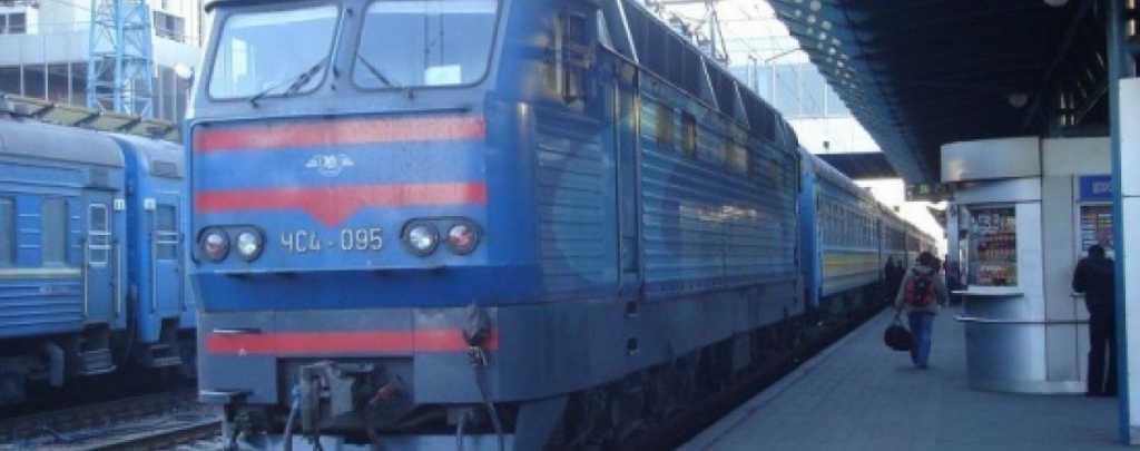 На Львовщине произошло ДТП: автомобиль выскочил на железнодорожный путь