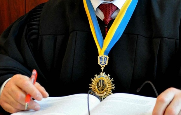 СБУ объявила подозрение судьи из-за махинаций с квартирами переселенцев из Донбасса